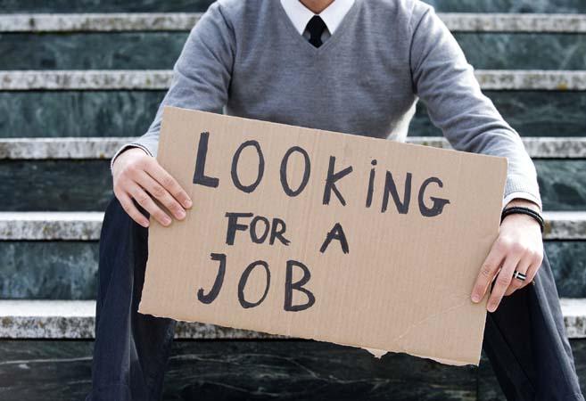 job unemployment निजीकरण का विरोध करो,क्योंकि निजीकरण रुकने से भर्तियां भी बढ़ेगी और बेरोज़गारी भी घटेगी।