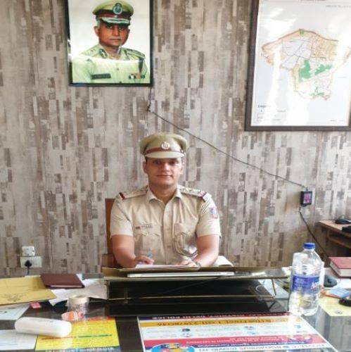 P.S:आनंद पर्बत थानेदार मुकेश कुमार अंतिल के महज 5 माह कार्यकाल में अपराधी ताकते हुए पस्त और भूमिगत