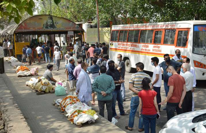 दिल्ली में कोरोना शवों की बढ़ते संख्या के कारण देखते हुए 24 खुले रहेंगे शमशान घाट