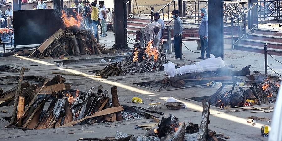 covid 19 cremations दिल्ली में कोरोना शवों की बढ़ते संख्या के कारण देखते हुए 24 खुले रहेंगे शमशान घाट