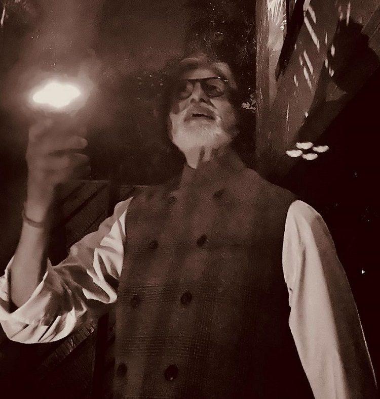 mobile torch क्या हिंदुस्तान में मुर्खो की तादात सच में सबसे ज्यादा है 21वीं सदी में 80% हिन्दुस्तानी चमत्कार में विश्वास करते हैं पर आविष्कार उत्पादन में नहीं